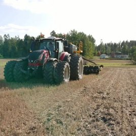 Multiva Forte FX6000 - No-till drilling in wheat stubble with chopped straw in Sweden. Video from @narlantimport - thank...